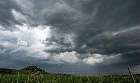 Купеста облачност, дъждовен следобед