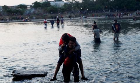 Сълзотворен газ срещу мигранти