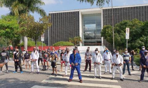 Безразсъдни бразилски ММА бойци искат отваряне на залите в страната