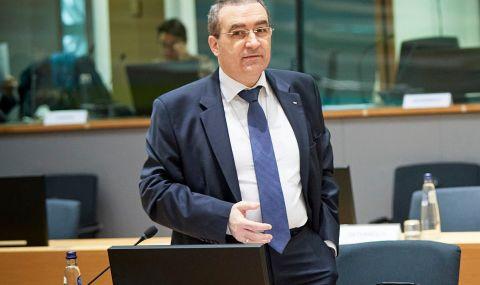 Посланикът ни в ЕС: Менторският тон на Скопие е нелеп