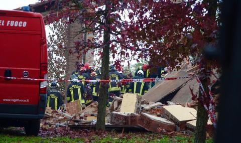 Мощна експлозия уби пожарникари