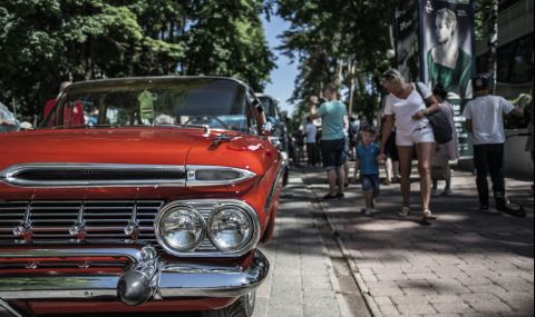 Парад на ретро автомобили в София