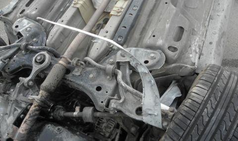 Млад шофьор преобърна лек автомобил в Бургаско, пострада 16-годишна