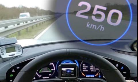 Как Porsche Taycan ускорява до 250км/ч за 15 секунди (ВИДЕО)