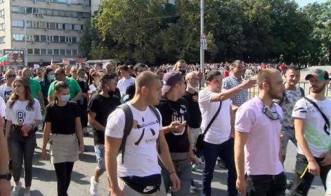 Стотици собственици и служители на заведения се вдигнаха срещу мерките в Пловдив - 1