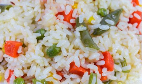 Рецепта за вечеря: Пъстър ориз със зеленчуци