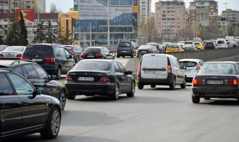 Засилен трафик по пътищата днес и на 8 май - 1