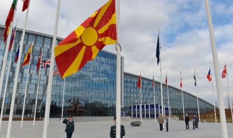 Знамето на Северна Македония се вее пред централата на НАТО