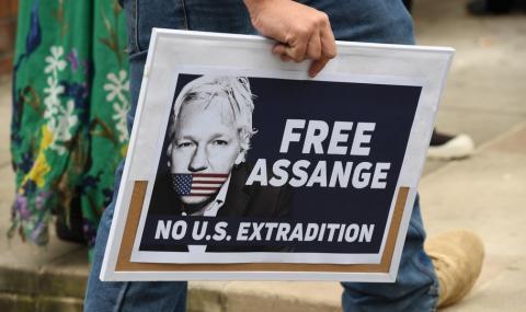 """Асандж лежи в """"британския Гуантанамо"""""""
