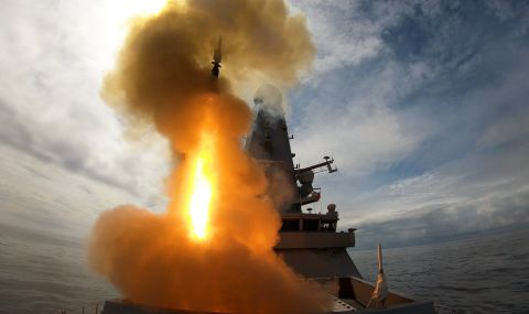 Би Би Си: Екипажът на британския кораб бе готов за сблъсък с Русия