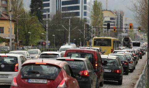 Интензивен пътен трафик покрай празничните дни