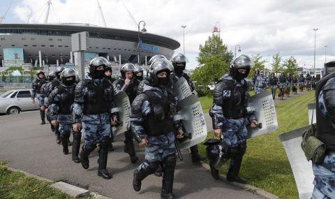 Бивш полицай стреля от блок в Екатеринбург, евакуират живущите в сградата (ВИДЕО)