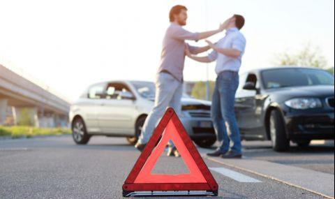 Издирват 23-годишен шофьор, скочил на бой след засечка на пътя в Пловдив - 1
