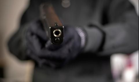 Трима въоръжени атакуваха бивш английски национал в къщата му