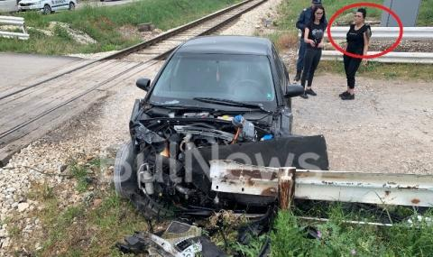 Влак размаза лек автомобил край Враца