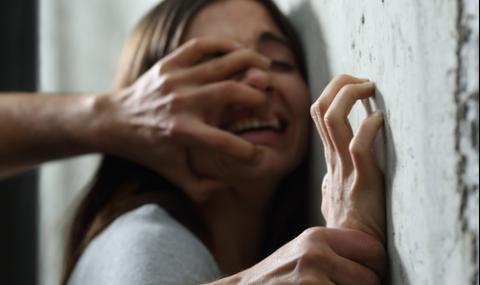 Бандит излезе от затвора и блудства с момиче