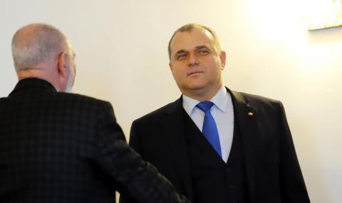 Искрен Веселинов: Какви мутри има във властта? Аз да ви приличам на мутра?