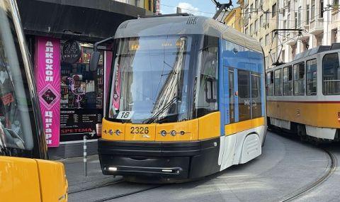 Трамвай аварира и спря движението в София - 1