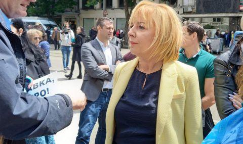 Манолова на протеста: Опитът да се сплаши Бойко Рашков е опит да сплашат всички министри