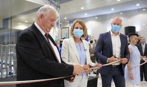 Поискаха оставката на Фандъкова при откриването на новата метролиния