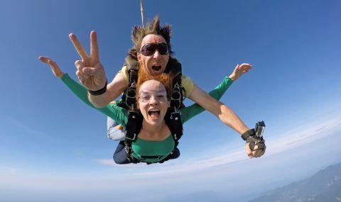 Двойка, правила секс по време на скок с парашут, се озова в болница