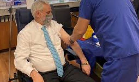Ген.Мутафчийски ваксинира главния мюфтия