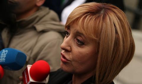 Манолова: Борисов не подава оставка, защото има още да усвоява и краде