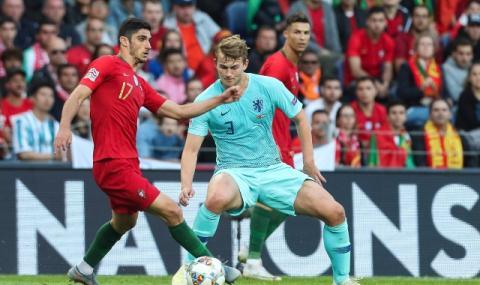 Ювентус подписва с Де Лихт до края на седмицата