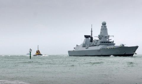 Военен кораб ще ескортира британските кораби