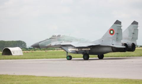 Български изтребители във въздуха заради руски самолети над Черно море