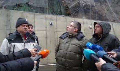 Пътят до Рилския манастир остава затворен вече две седмици