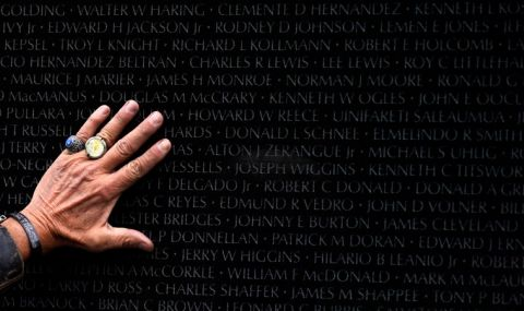 Виетнам предаде останките на американски войници
