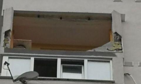 Стена на усвоен балкон се срути във Варна, жена е в болница