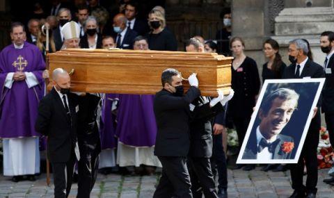 """Последно сбогом! С аплодисменти изпратиха Белмондо в църквата """"Сен Жермен де Пре"""" в Париж - 1"""