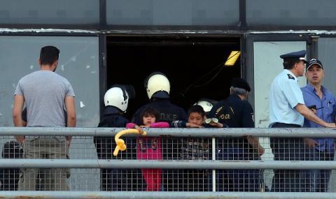 Извънредно положение на Лесбос след сблъсъци с мигранти