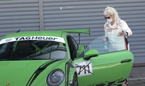 Баба направи няколко обиколки на писта със своето 911 GT3 RS (ВИДЕО) - 1