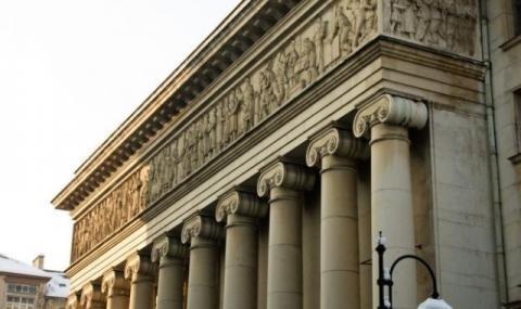Затварят и операта в София