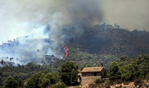 Пожарът в Испания излезе от контрол (СНИМКИ)