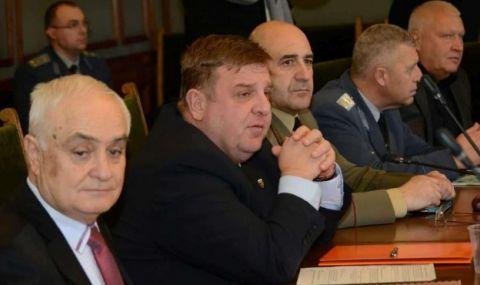Каракачанов: Водят се разговори и за придобиване на подводница