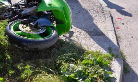 Тежка катастрофа във Варна, загина мотоциклетист