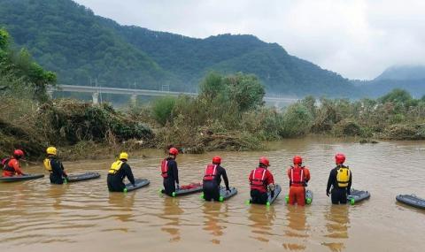 Наводнения в Южна Корея, 33 души са загинали