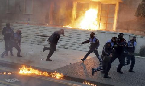 Президент заплаши да изкара армията на улицата