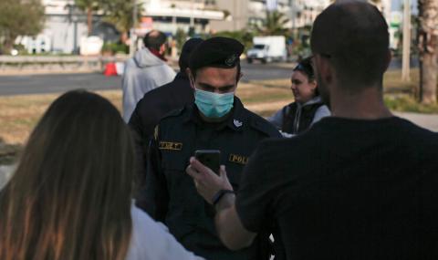 Медицинските маски в Гърция стават задължителни