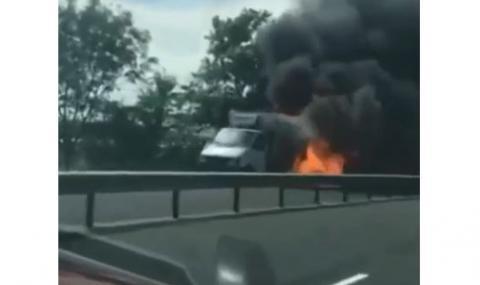 Катастрофа на пътя Бургас-Созопол, подпали се кола с метанова уредба (ВИДЕО)