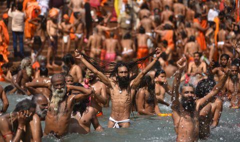 Милиони се събраха да честват Кумбха Мела, въпреки скока на заразени от COVID-19