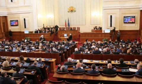 Парламентът се мести във Велико Търново