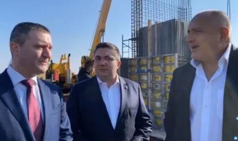 Борисов към багерист: Юнак, ако затънем, ще ме дръпнеш ли?!