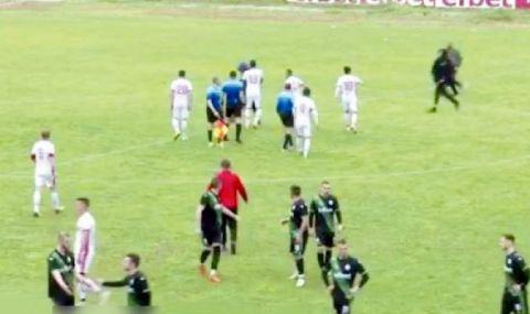Български екшън: Феновете биха футболисти и ритаха съдия по задните части