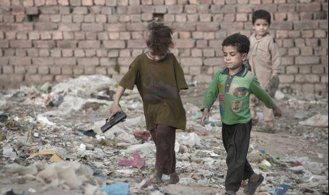 Черната статистика на войната в Афганистан: на всеки 5 часа едно дете губи живота си или е осакатено - 1