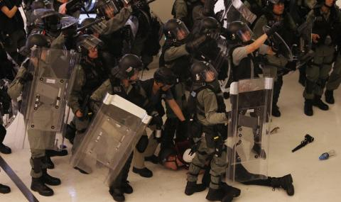 Китай предупреди САЩ: Махнете мръсните си ръце от Хонконг!